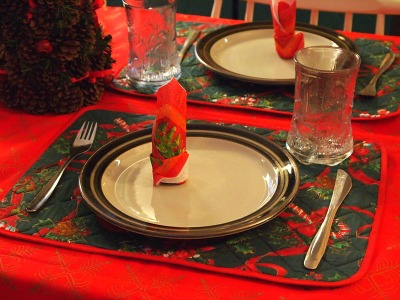 You can make Chrismas table decorations like these